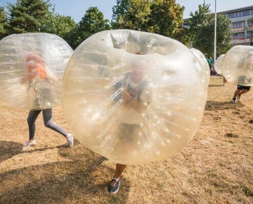how to play bubble football